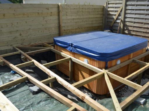 Installation d'un spa terasse bois ker mano services à Hennebont (10)
